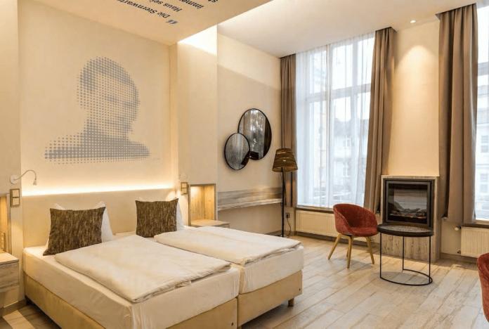 A fresh looking hotel room